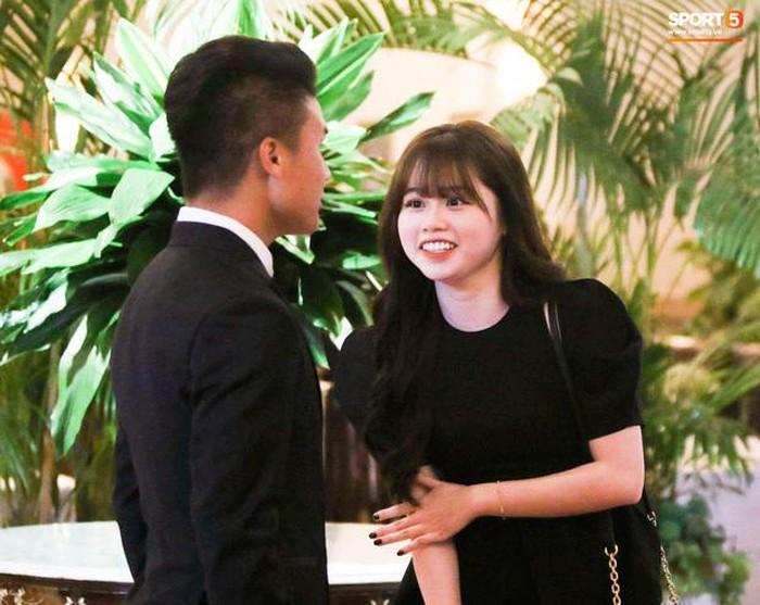 Huỳnh Anh bất ngờ đặt ảnh ôm eo Quang Hải làm avatar nhưng động thái ở phút thứ 20 mới gây chú ý - Ảnh 2
