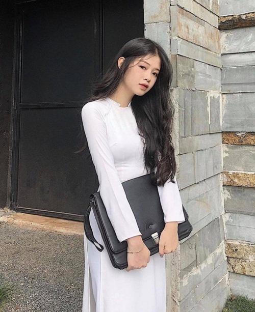 Nữ sinh diện áo dài trắng khoe ba vòng hoàn hảo gây bão mạng xã hội - Ảnh 3