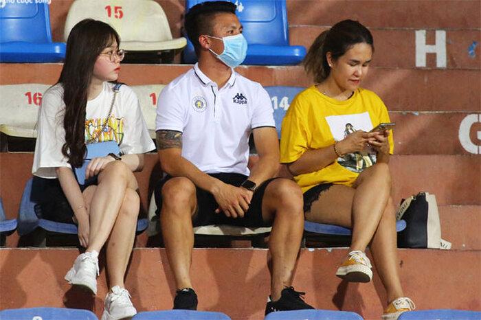 """Nhật Lê có động thái lạ giữa lúc Quang Hải và Huỳnh Anh công khai """"tình tứ"""" sau scandal lộ tin nhắn nhạy cảm - Ảnh 1"""