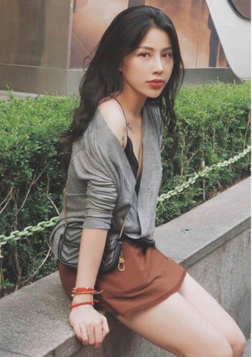 Ngắm nhan sắc cùng gu thời trang khác biệt của nữ cơ phó xinh đẹp nhất Việt Nam lúc ngoài buồng lái - Ảnh 2