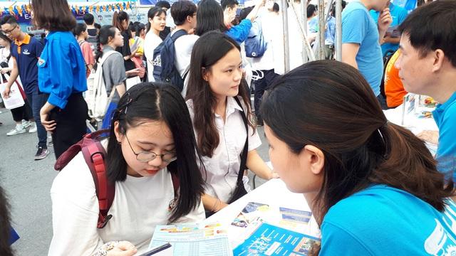 Thi tốt nghiệp THPT 2020: Có bao nhiêu thí sinh đăng kí dự thi? - Ảnh 1