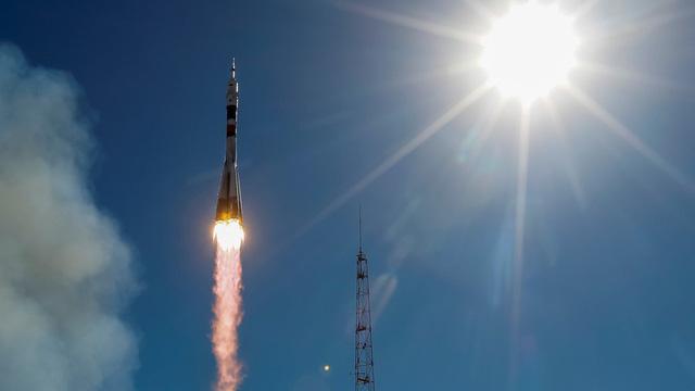 Tàu vũ trụ Nga Soyuz gặp sự cố, phi hành gia thoát chết trong gang tấc - Ảnh 1