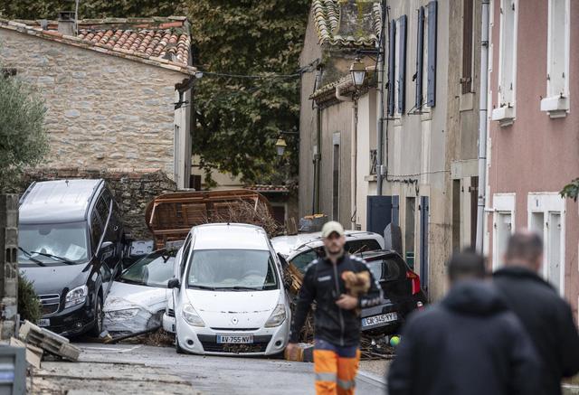 Lũ quét tồi tệ nhất trong hơn 100 năm tại Pháp, ít nhất 13 người thiệt mạng - Ảnh 3