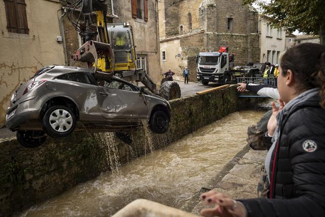 Lũ quét tồi tệ nhất trong hơn 100 năm tại Pháp, ít nhất 13 người thiệt mạng - Ảnh 4