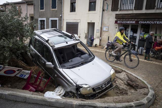 Lũ quét tồi tệ nhất trong hơn 100 năm tại Pháp, ít nhất 13 người thiệt mạng - Ảnh 7