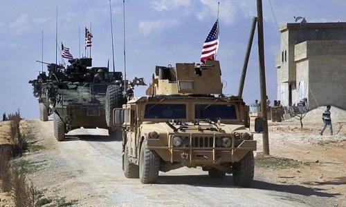 Mỹ điều 50 xe thiết giáp tiến thẳng về miền Đông Syria, càn quét phiến quân IS - Ảnh 1