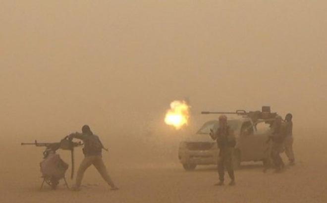 IS bất ngờ phản công, giết hơn 70 chiến sĩ, lực lượng Dân chủ Syria đại bại - Ảnh 1