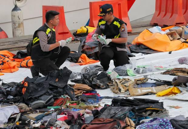 Tìm thấy hộp đen của máy bay Lion Air chở 189 người rơi xuống biển - Ảnh 1