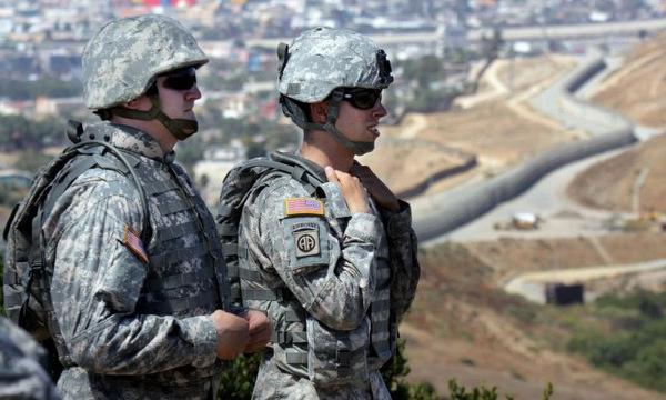 Mỹ có thể sẽ điều 15.000 lính tới sát biên giới Mexico - Ảnh 1