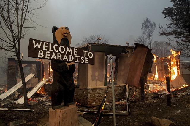 Cháy rừng như tận thế tại Mỹ: Một thị trấn bị thiêu rụi, ít nhất 5 người thiệt mạng - Ảnh 3