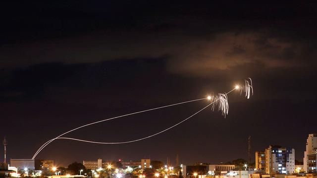 """Dải Gaza """"bùng cháy"""": Israel nã tên lửa dữ dội, ám sát thủ lĩnh Hamas - Ảnh 1"""