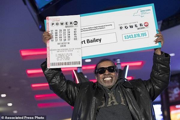 Người đàn ông trúng độc đắc gần 345 triệu USD nhờ đánh cược một dãy số suốt 25 năm - Ảnh 1