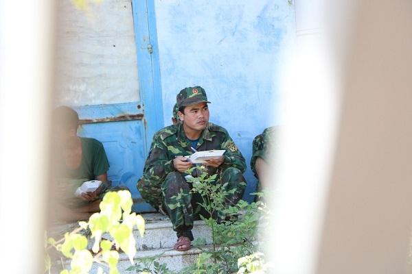 Lũ quét ở Khánh Hoà: Huy động hàng chục chiến sĩ giúp dân dọn dẹp đống đổ nát - Ảnh 11