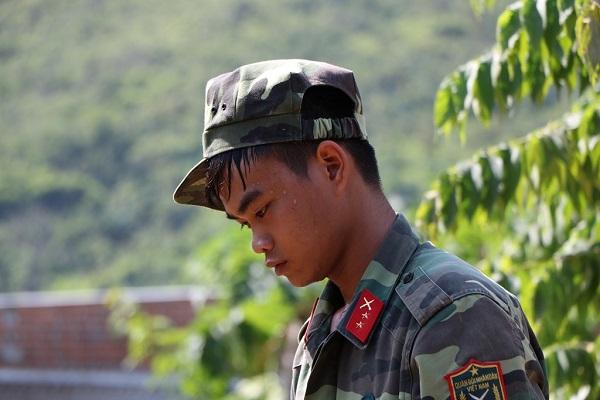 Lũ quét ở Khánh Hoà: Huy động hàng chục chiến sĩ giúp dân dọn dẹp đống đổ nát - Ảnh 7