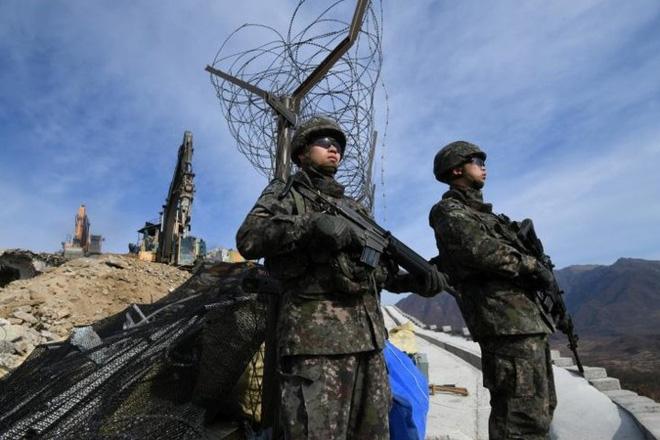 Cận cảnh Hàn Quốc, Triều Tiên cho nổ tung các chốt gác ở khu phi quân sự - Ảnh 4