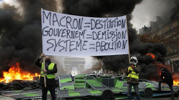 Thủ đô Paris: 8.000 người tràn xuống đường, biểu tình biến thành bạo loạn  - Ảnh 2