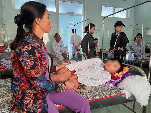 """Vụ cô giáo bắt cả lớp tát học sinh 231 cái: Căn bệnh thành tích khiến trẻ phải """"chịu trận"""" - Ảnh 1"""