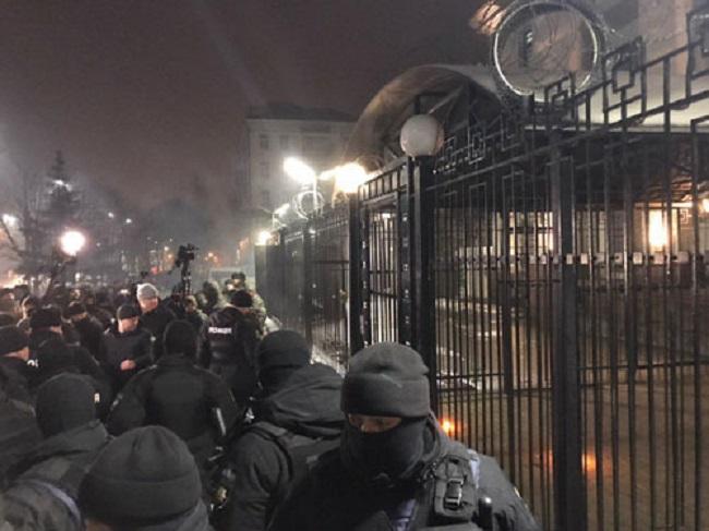 Đại sứ quán Nga tại Ukraine bị tấn công sau vụ đụng độ trên biển Đen - Ảnh 4