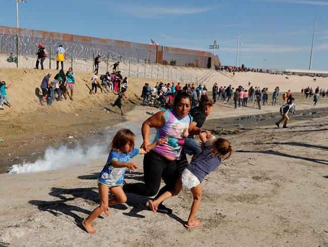 Tổng thống Trump phủ nhận đặc vụ biên giới dùng hơi cay với trẻ em di cư - Ảnh 4