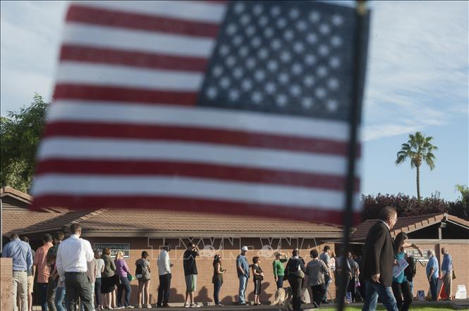 """Bầu cử giữa nhiệm kỳ Mỹ: 3 điểm bỏ phiếu tại Arizona bị """"đóng cửa"""" - Ảnh 1"""