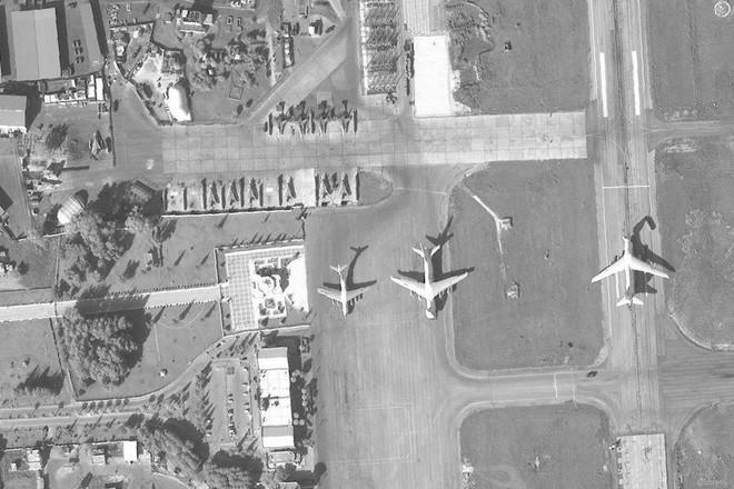 Nga ồ ạt chở vũ khí qua đường hàng không và hàng hải tới Syria: Idlib sắp 'bùng cháy'? - Ảnh 2
