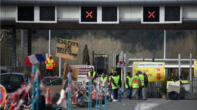 Chính phủ Pháp đau đầu vì lực lượng cảnh sát cũng đe dọa đình công, xuống đường biểu tình - Ảnh 2
