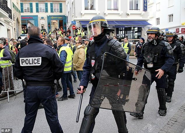 Chính phủ Pháp đau đầu vì lực lượng cảnh sát cũng đe dọa đình công, xuống đường biểu tình - Ảnh 1
