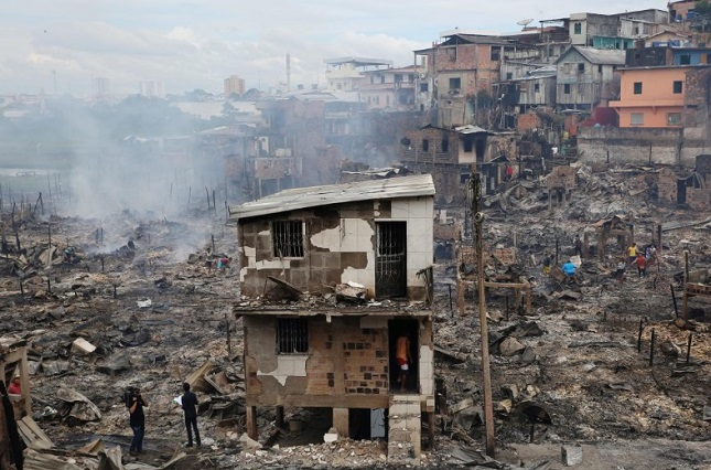 Lửa cháy dữ dội, nuốt trọn 600 ngôi nhà ở Brazil - Ảnh 4
