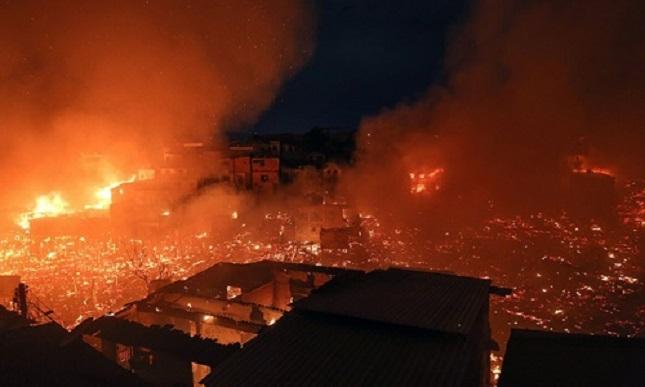 Lửa cháy dữ dội, nuốt trọn 600 ngôi nhà ở Brazil - Ảnh 1
