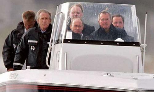 """Cựu Tổng thống Bush """"cha"""" từng đích thân lái tàu cao tốc chở Tổng thống Putin - Ảnh 1"""