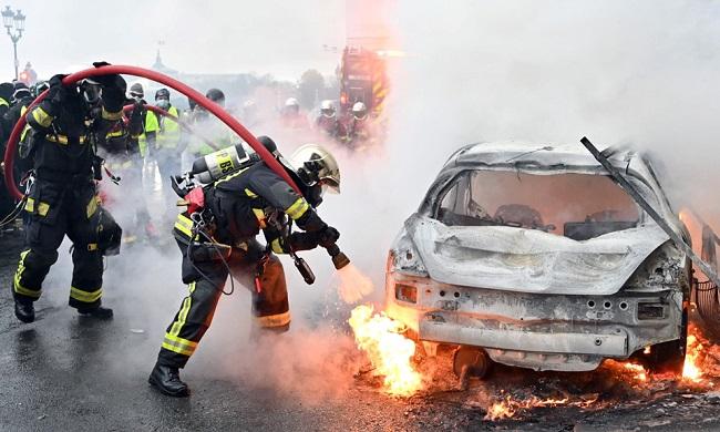 Quang cảnh như 'chiến trường' tại Paris sau vụ biểu tình bạo lực - Ảnh 2