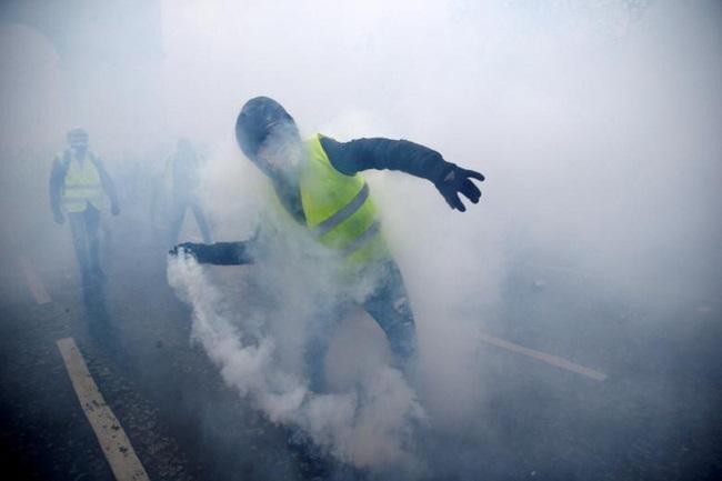 """Cuộc bạo động tồi tệ nhất trong 50 năm ở Pháp, Paris bất đắc dĩ biến thành """"chiến trường"""" - Ảnh 3"""
