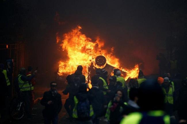 """Cuộc bạo động tồi tệ nhất trong 50 năm ở Pháp, Paris bất đắc dĩ biến thành """"chiến trường"""" - Ảnh 5"""
