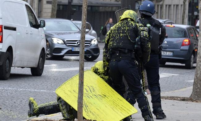 """Cuộc bạo động tồi tệ nhất trong 50 năm ở Pháp, Paris bất đắc dĩ biến thành """"chiến trường"""" - Ảnh 14"""