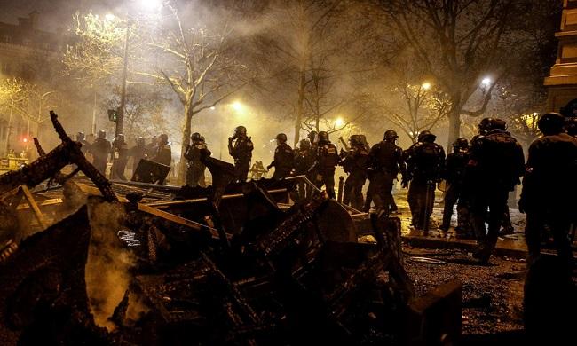 """Cuộc bạo động tồi tệ nhất trong 50 năm ở Pháp, Paris bất đắc dĩ biến thành """"chiến trường"""" - Ảnh 18"""