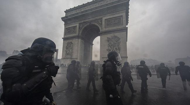 Tháp Eiffel đóng cửa, run rẩy đợi cơn cuồng nộ của dân nghèo nước Pháp - Ảnh 2