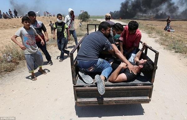 Israel bắn chết hàng chục người biểu tình phản đối Mỹ mở đại sứ quán ở Jerusalem - Ảnh 10