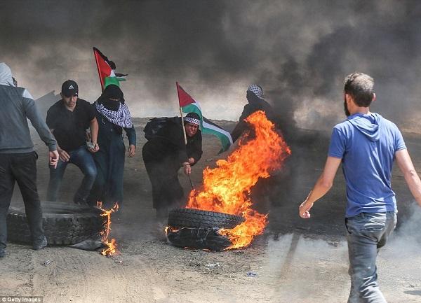 Israel bắn chết hàng chục người biểu tình phản đối Mỹ mở đại sứ quán ở Jerusalem - Ảnh 3