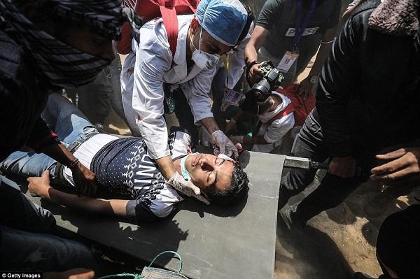 Israel bắn chết hàng chục người biểu tình phản đối Mỹ mở đại sứ quán ở Jerusalem - Ảnh 13