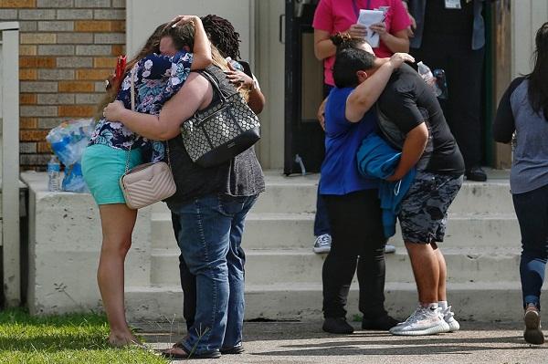 Mỹ: Xả súng kinh hoàng tại trường trung học, ít nhất 10 người thiệt mạng - Ảnh 1