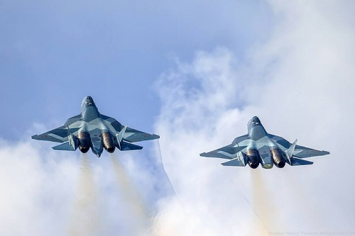 """Video: Tiêm kích """"bóng ma bầu trời"""" Su-57 của Nga phô diễn sức mạnh  - Ảnh 1"""