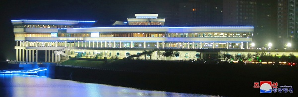 Ông Kim Jong-un bất ngờ thị sát nhà hàng hải sản ở Bình Nhưỡng trước khi sang Singapore - Ảnh 13