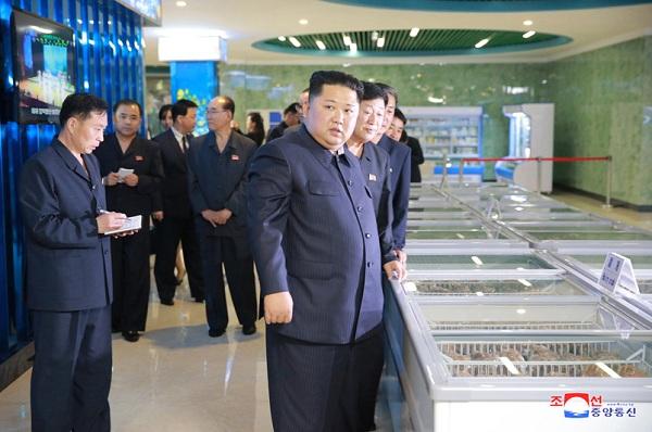 Ông Kim Jong-un bất ngờ thị sát nhà hàng hải sản ở Bình Nhưỡng trước khi sang Singapore - Ảnh 5