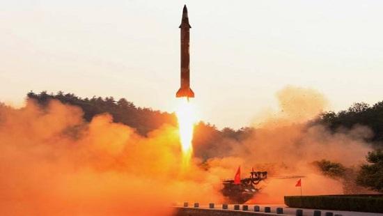 Triều Tiên bất ngờ phá hủy bệ phóng thử tên lửa đạn đạo  - Ảnh 1