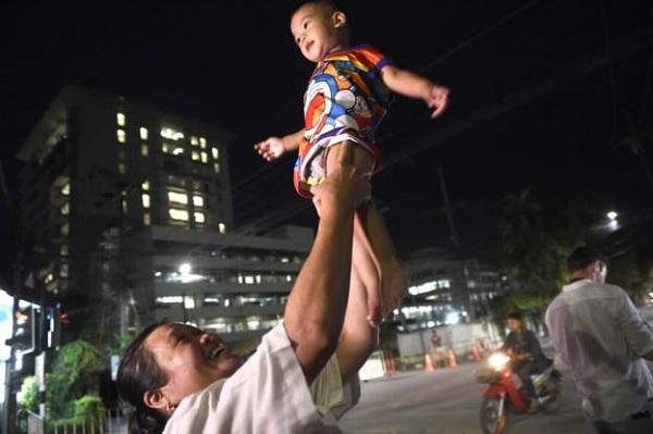 Bầu không khí vui mừng ngập tràn khắp Thái Lan khi đội bóng được giải cứu thành công - Ảnh 6