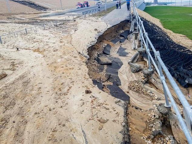 Sân vận động World Cup mới xây của Nga tan hoang chỉ sau một trận mưa - Ảnh 3