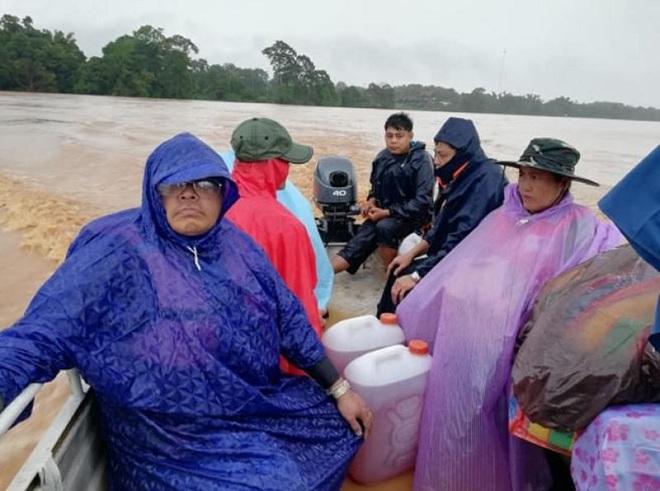 Vỡ đập thủy điện Lào: Cuộc sông bình yên của hơn 6.000 người dân bị đảo lộn - Ảnh 9