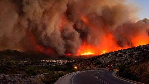 """Hy Lạp: Cận cảnh """"quỷ lửa"""" nuốt trọn gần 100 ngôi nhà, ít nhất 74 người chết - Ảnh 2"""