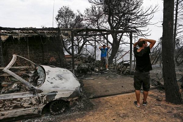 """Hy Lạp: Cận cảnh """"quỷ lửa"""" nuốt trọn gần 100 ngôi nhà, ít nhất 74 người chết - Ảnh 17"""