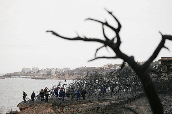 """Hy Lạp: Cận cảnh """"quỷ lửa"""" nuốt trọn gần 100 ngôi nhà, ít nhất 74 người chết - Ảnh 20"""